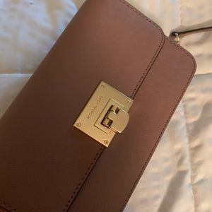 Michael kors crossbody clutch wallet